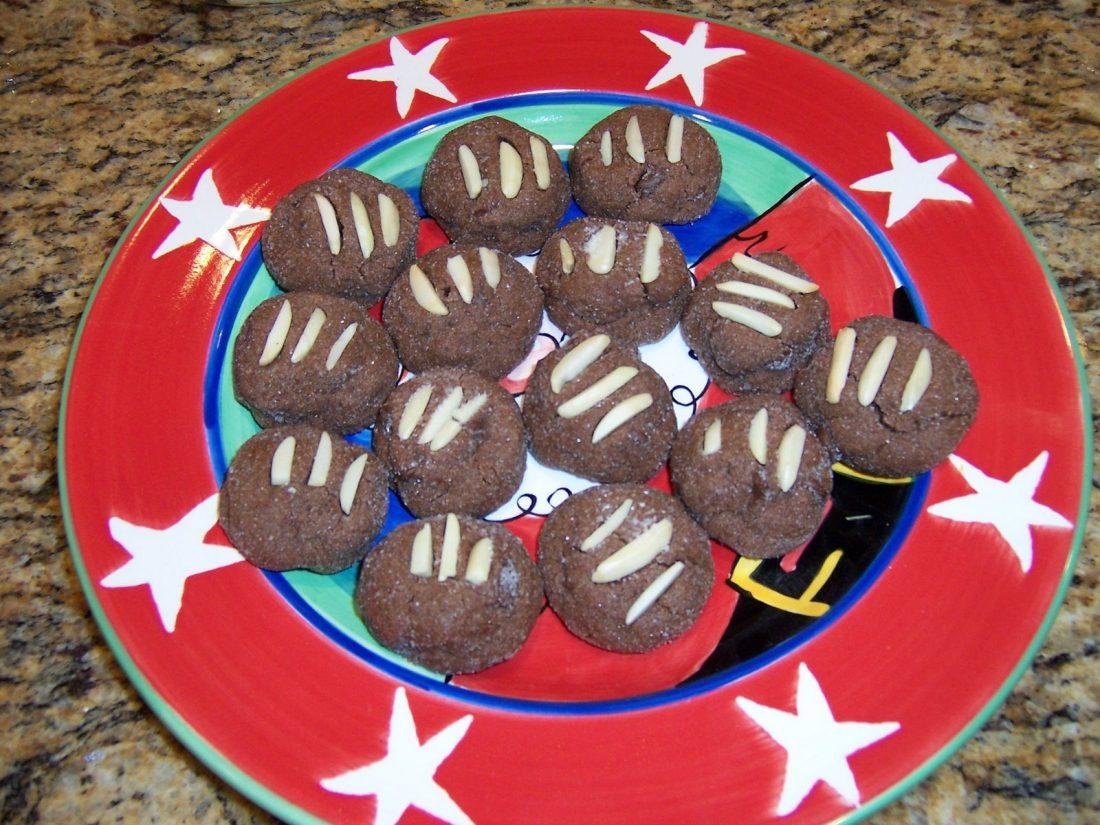 vegan chocolate almond cookies