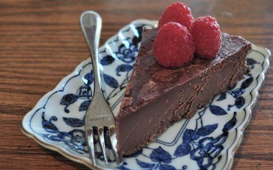 vegan chocolate raspberry cake