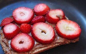 vegan-peanut-butter-sandwich_thumb.jpg