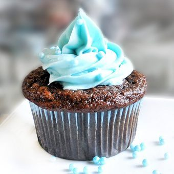 Blue Velvet Cupcakes – No food coloring needed!