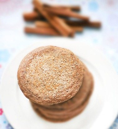 Light, fluffy, & super delicious pancakes that taste like homemade cookies! Full recipe: https://chocolatecoveredkatie.com/2011/05/12/snickerdoodle-pancakes/