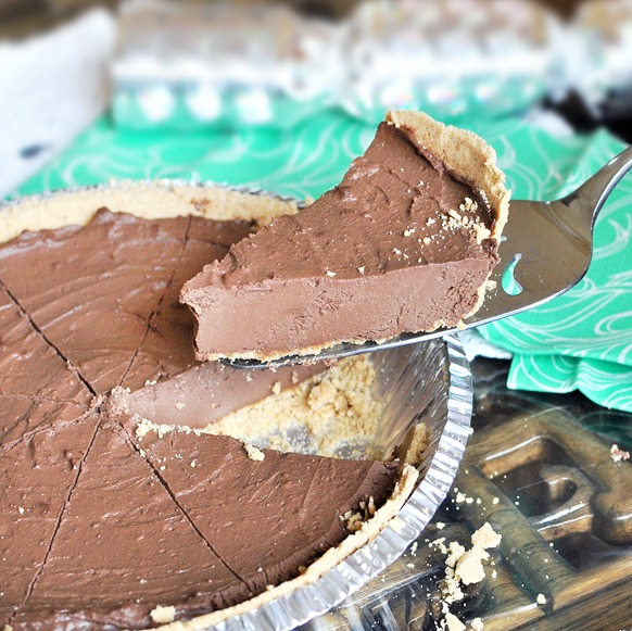 Chocolate Fudge Pie - Don't let the healthy ingredients fool you! - This chocolate pie is so good it turns even people who claim to hate healthy food into believers... The recipe does not disappoint! https://chocolatecoveredkatie.com/2011/09/06/the-ultimate-chocolate-fudge-pie/ @choccoveredkt
