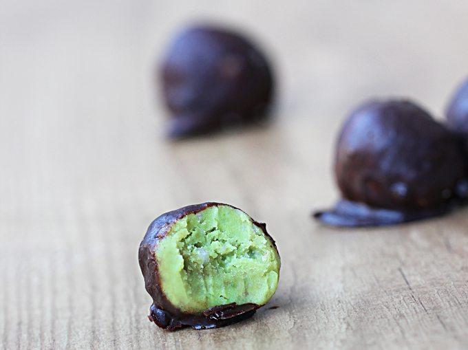 Avocado Fudge Bites - 1/4 cup mashed ripe avocado, 1/4 tsp pure vanilla extract, pinch salt, 2 tbsp... @choccoveredkt http://chocolatecoveredkatie.com/2014/06/11/5-ingredient-avocado-fudge-bites/