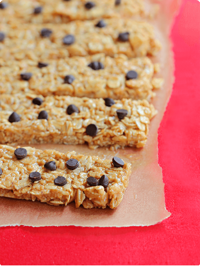 Easy healthy NO BAKE granola bars - from @choccoveredkt - made with only wholesome ingredients, & kid-friendly. https://chocolatecoveredkatie.com/2014/08/11/protein-granola-bars/