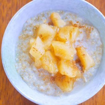 Apple Pie Quinoa Breakfast Bowls
