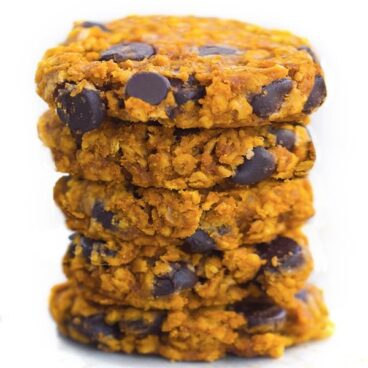 Soft and CHEWY pumpkin chocolate chip cookies… packed with oats and cinnamon and chocolate chips… from @choccoveredkt… so good! https://chocolatecoveredkatie.com/2015/11/02/oatmeal-pumpkin-chocolate-chip-cookies/