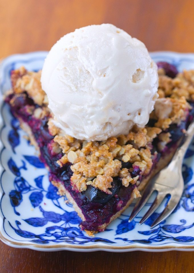 "Healthy ""clean eating"" cherry pie, with oatmeal crumble crust, no refined sugar & easy to make: @choccoveredkt https://chocolatecoveredkatie.com/2016/03/28/healthy-cherry-pie-oatmeal-crumble/"
