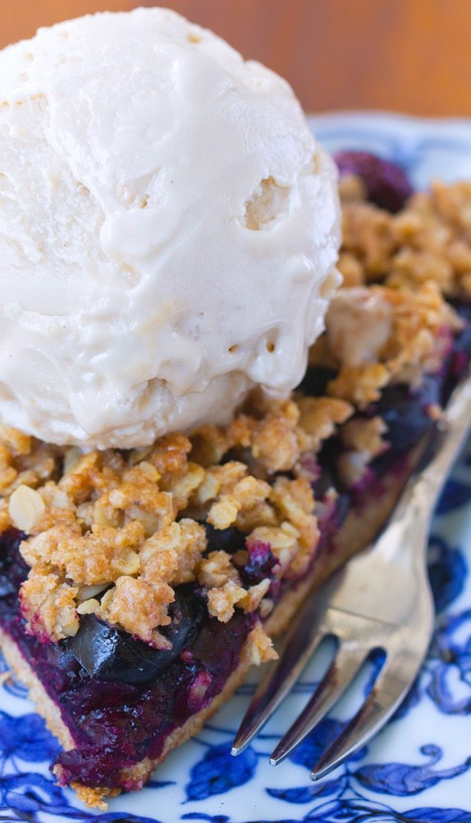 """Healthy """"clean eating"""" cherry pie, with oatmeal crumble crust, no refined sugar & easy to make: @choccoveredkt https://chocolatecoveredkatie.com/2016/03/28/healthy-cherry-pie-oatmeal-crumble/"""