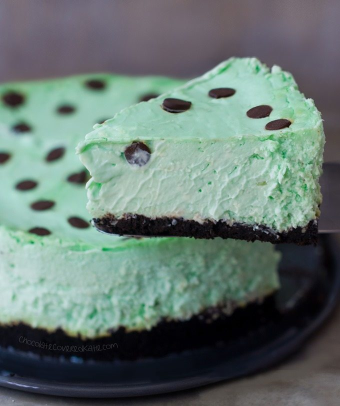 Thin Mint Cheesecake - Imagine taking two of the most delicious foods in the world—Thin Mint Girl Scout cookies & creamy cheesecake—and combining them into one MAGIC dessert! @choccoveredkt http://chocolatecoveredkatie.com/2016/03/14/thin-mint-girl-scout-cookie-cheesecake/