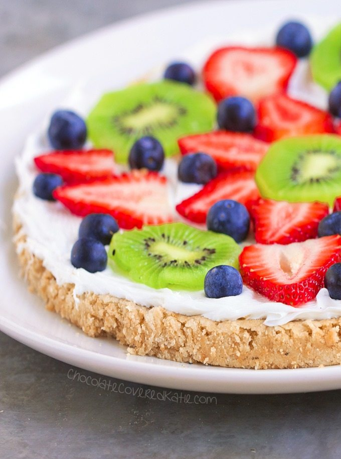 Sugar Cookie Fruit Pizza – Ingredients: 1 cup fresh berries, 2 tsp vanilla extract, 1/4 tsp baking soda, 2 cups… Full recipe: https://chocolatecoveredkatie.com @choccoveredkt