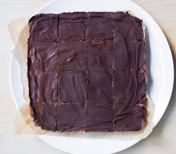 Chocolate Brownie Breakfast Bars – Ingredients: 1 cup rolled oats, 3 1/2 tbsp cocoa powder, 1 tbsp pure vanilla extract, 1 1/2 cups… Full recipe: https://chocolatecoveredkatie.com @choccoveredkt