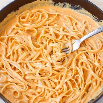 Creamy Red Pepper Alfredo Pasta
