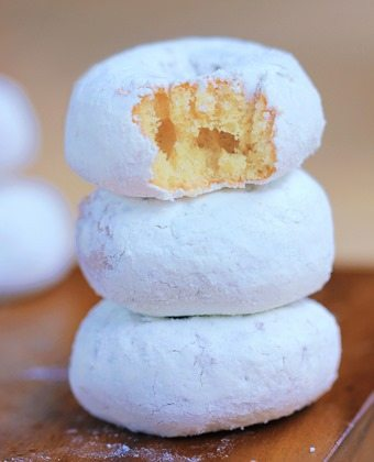powder sugar donuts