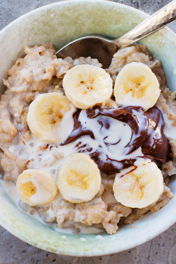 Banana Oatmeal, my new favorite breakfast. Just a few basic ingredients, and it's super healthy and easy to make.