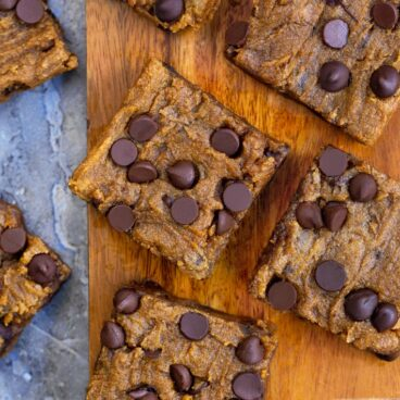 chocolate chip pumpkin bars (vegan, healthy)