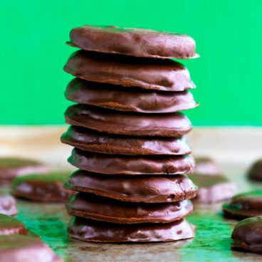 Easy Homemade Keto Thin Mints (Low Carb Recipe)
