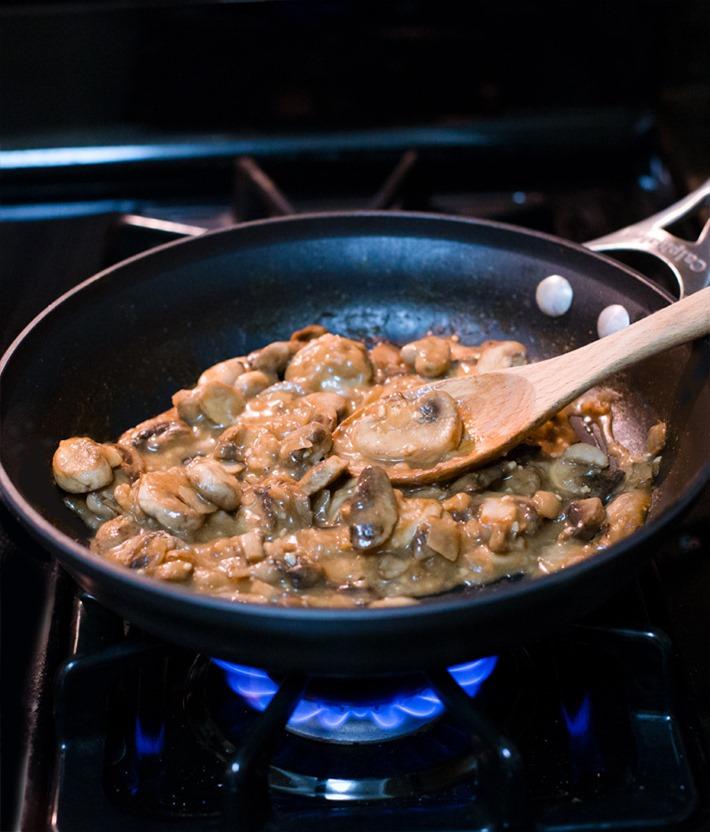6 Ingredient Vegan Mushroom Gravy