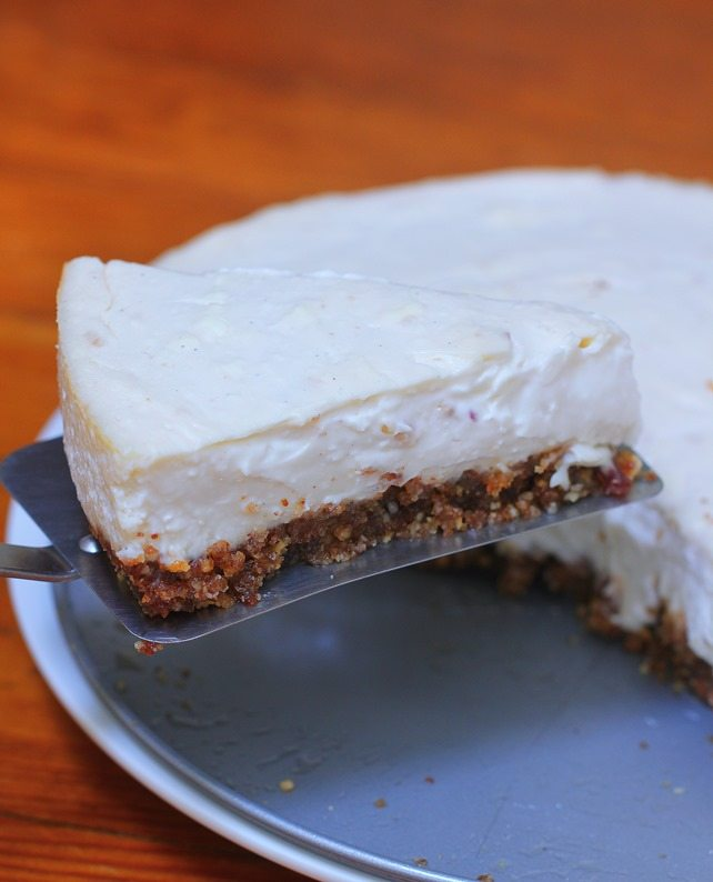 Light and creamy healthy cheesecake recipe from @choccoveredkt… Creamier than Cheesecake factory, with a third of the sugar! Full recipe: https://chocolatecoveredkatie.com/2015/09/07/healthy-cheesecake-recipe/
