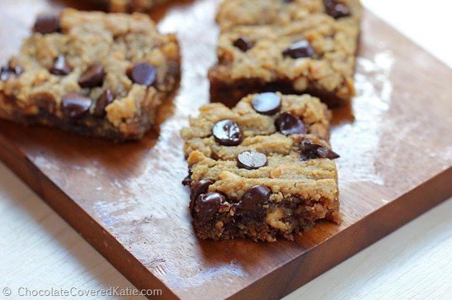 Chocolate Chip Peanut Butter Bars. Recipe: https://chocolatecoveredkatie.com/2015/03/18/chocolate-chip-peanut-butter-bars/ @choccoveredkt