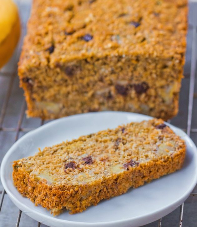 Secret oatmeal banana bread recipe from @choccoveredkt… impossibly made with no flour, can be modified to fit different diets. Full recipe: https://chocolatecoveredkatie.com/2015/09/28/flourless-banana-bread-recipe/