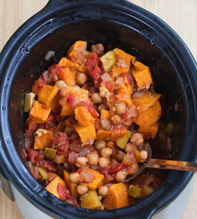 "Crock Pot Chili - An easy & filling ""one bowl"" healthy homemade meal, from @choccoveredkt. Just throw the ingredients into the slow cooker... Dinner practically makes itself!!! https://chocolatecoveredkatie.com/2016/01/28/crock-pot-sweet-potato-chili/"