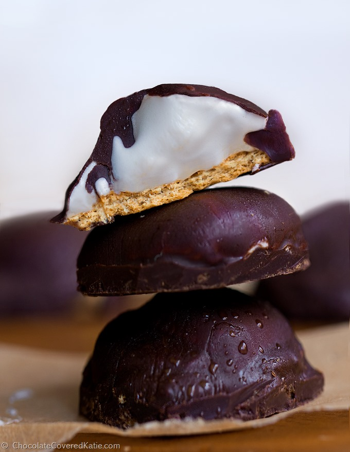 3 ingredients / no corn syrup / no artificial flavors https://chocolatecoveredkatie.com/2015/05/14/homemade-healthy-mallomars/