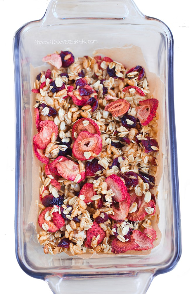 Ingredients: 1 cup oats, 1/2 cup dried fruit, 1/4 tsp baking soda, 1/3 cup... https://chocolatecoveredkatie.com/2015/04/09/low-fat-granola-recipe/ @choccoveredkt