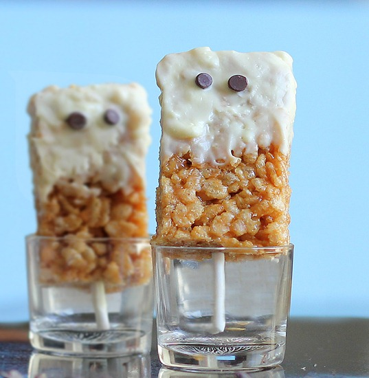 Spooky Peanut Butter Rice Krispy Treats -   NO corn syrup or sugar-filled marshmallows... healthier take on the classic childhood snack... @choccoveredkt... It is a not-so-scary Halloween treat you can feel GOOD about making for your whole family! https://chocolatecoveredkatie.com/2012/10/21/spooky-peanut-butter-rice-krispy-treats/