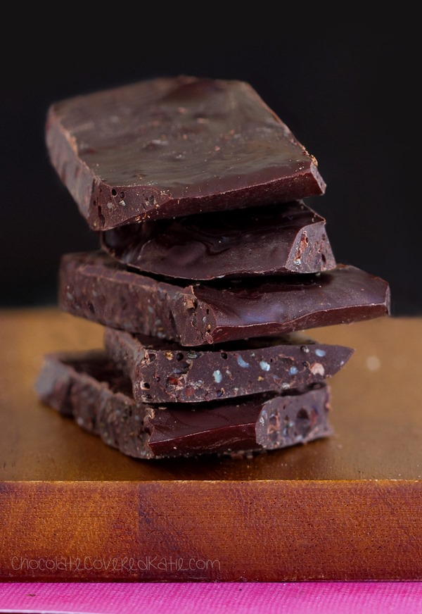 Low in calories & high in antioxidants, these ridiculously addictive superfood chocolate bars are a chocoholic's dream come true! https://chocolatecoveredkatie.com/2015/05/11/superfood-chocolate-bars/