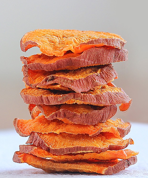 So ADDICTIVE… and they are crispy and baked, not fried! These were impossible to stop eating… @choccoveredkt. Satisfies your potato chip craving in a much healthier way: https://chocolatecoveredkatie.com/2015/10/29/crispy-baked-sweet-potato-chips/