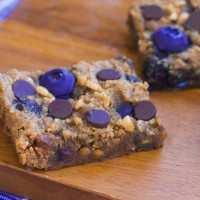 Chocolate Chip Blueberry Bars – With A Flourless Option