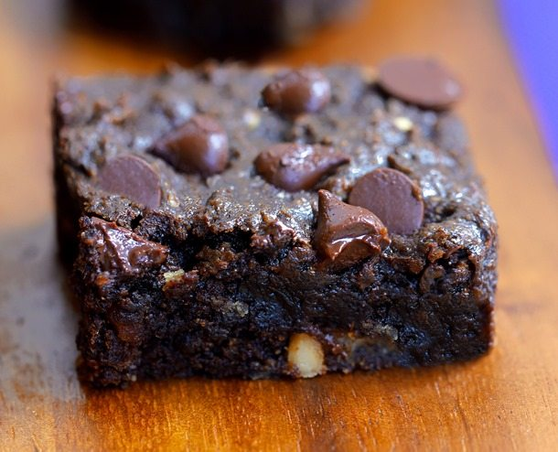 GOOEY CHOCOLATE CHIP BROWNIE BARS - Like the lovechild of a brownie and a chocolate chip cookie! Recipe link: https://chocolatecoveredkatie.com/2015/07/13/chocolate-chip-brownie-bars/