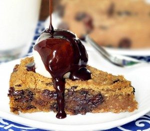 The secretly healthy recipe – with over 1,600 positive reader reviews. If you haven't tried the recipe yet, it's highly recommended! Full recipe: http://chocolatecoveredkatie.com/2011/05/31/deep-dish-cookie-pie/