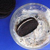 Homemade Cookies'n Cream Frosting