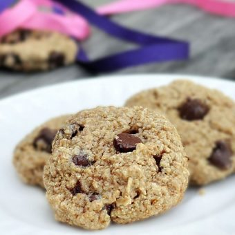Healthy + Flourless BEST recipe you'll find for chewy homemade chocolate chip cookies - from @choccoveredkt... https://chocolatecoveredkatie.com/2011/08/30/flourless-chocolate-chip-cookies/