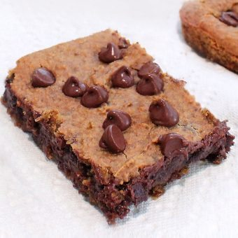 Healthy Chocolate Chip Chickpea Blondies {NO flour!}