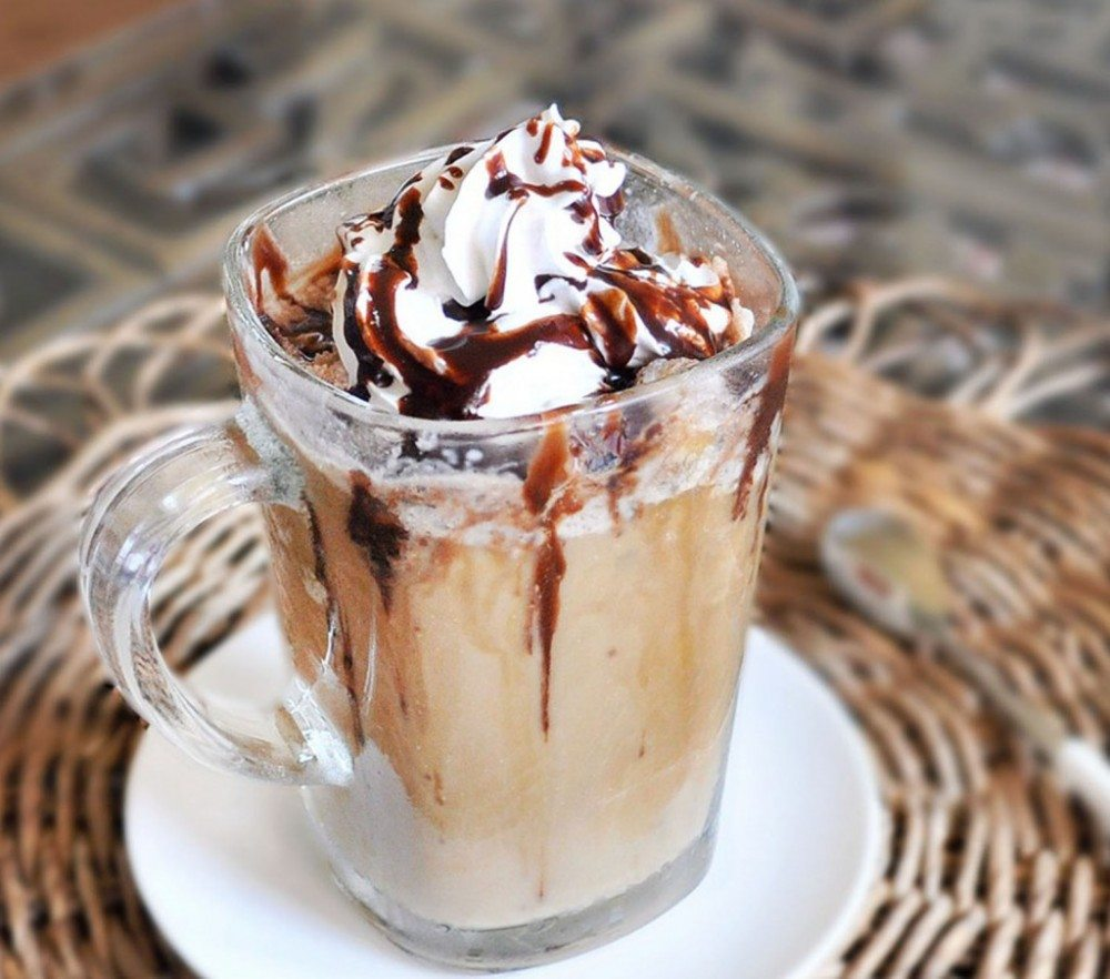 Make your own Starbucks Frappuccinos at home, with this easy step-by-step recipe! Healthier, cheaper, much less sugar, and you don't even need to leave your pajamas!!! Full recipe---> http://chocolatecoveredkatie.com/2011/08/01/healthy-starbucks-frappuccinos/