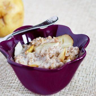 Vanilla-Pear Breakfast Cobbler