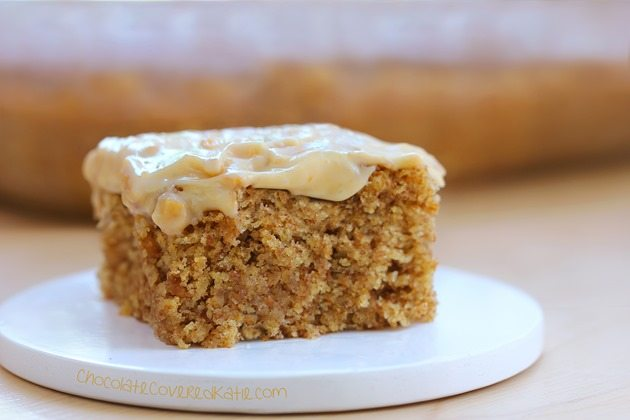 Peanut Butter Snack Cake - Can be oil-free / gluten-free / sugar-free / and vegan! Recipe---> http://chocolatecoveredkatie.com/2015/04/27/frosted-peanut-butter-snack-cake/