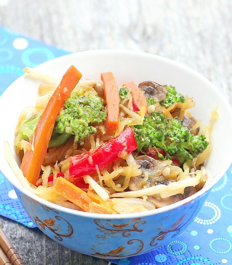 Spaghetti Squash Lo Mein - A low calorie & healthier alternative - from @choccoveredkt - quick & easy weeknight meal: http://chocolatecoveredkatie.com/2012/06/05/spaghetti-squash-lo-mein/