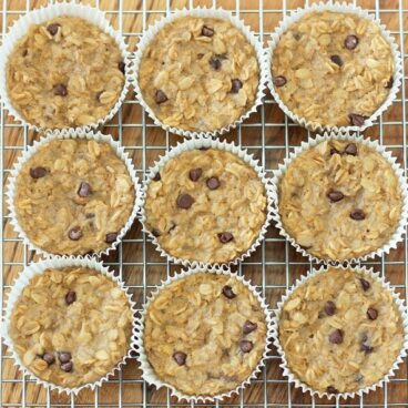 Breakfast Oatmeal Cupcakes - You cook just ONCE and get a delicious breakfast for the entire month - (recipe has been repinned over 500,000 times!) https://chocolatecoveredkatie.com/2013/01/08/breakfast-oatmeal-cupcakes-to-go/ @choccoveredkt